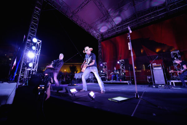 Jason Aldean And The Country Music Hall Of Fame & Museum Surprise Fans With Free Concert In Support Of His New Exhibition Jason Aldean: Asphalt Cowboy, Presented by Field & Stream