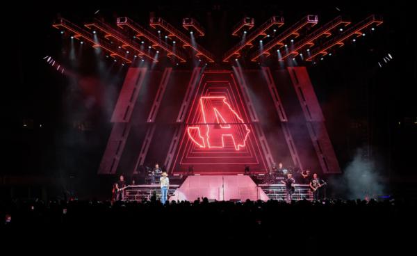 High Noon Neon Tour_Live Photo 1