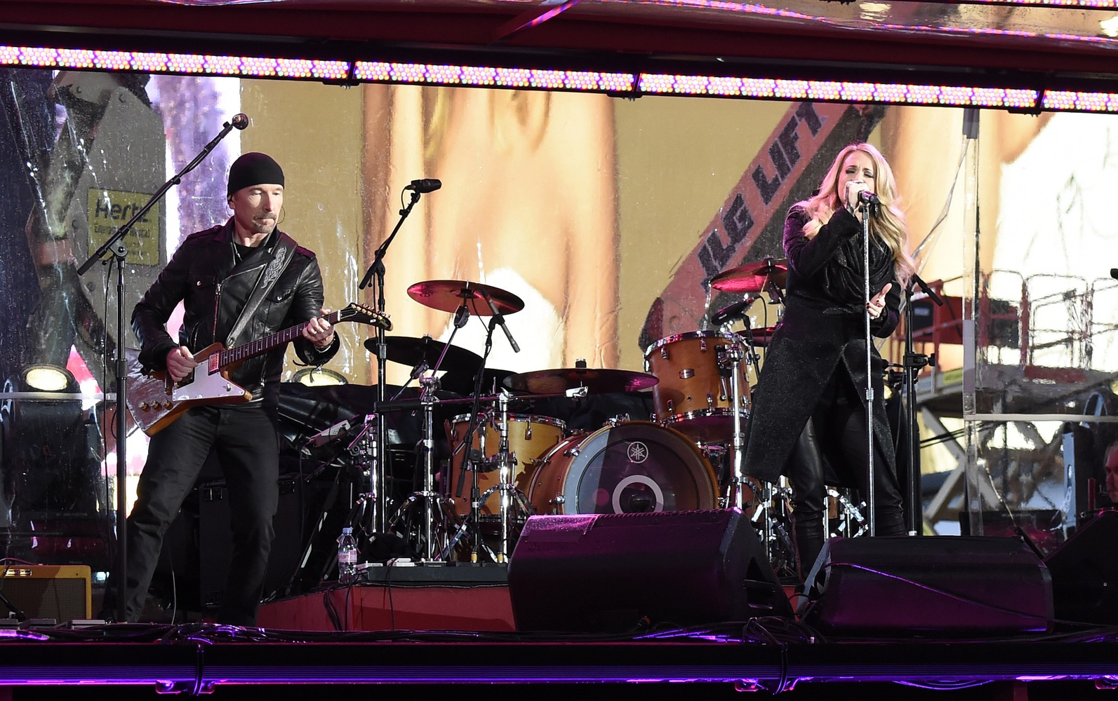 Carrie Underwood Performs with U2's The Edge During Surprise World AIDS Day (RED) Concert